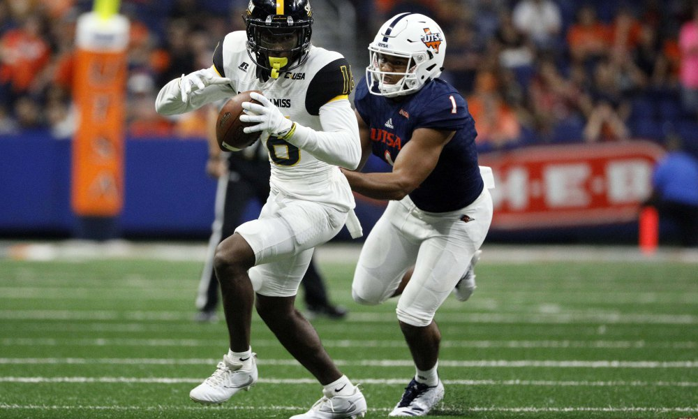 Oct 7, 2017; San Antonio, TX, USA; Southern Mississippi Golden Eagles wide receiver Quez Watkins (16) runs for yardage after making a catch as San Antonio Roadrunners corner back Devron Davis (1) defends during the second half at Alamodome. Mandatory Credit: Soobum Im-USA TODAY Sports
